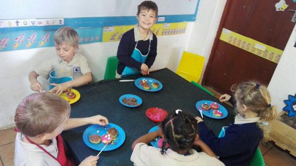 Grade 0 decorated colourful cupcakes. Photographs: Elizabeth Carpenter