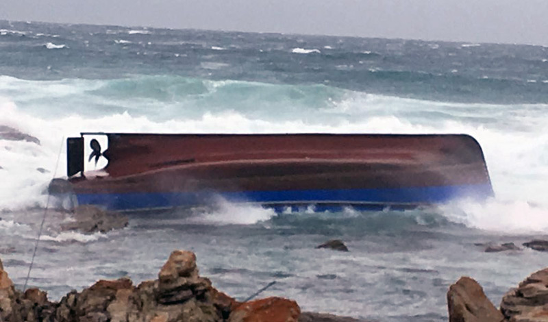 Chokka fishing boat capsized